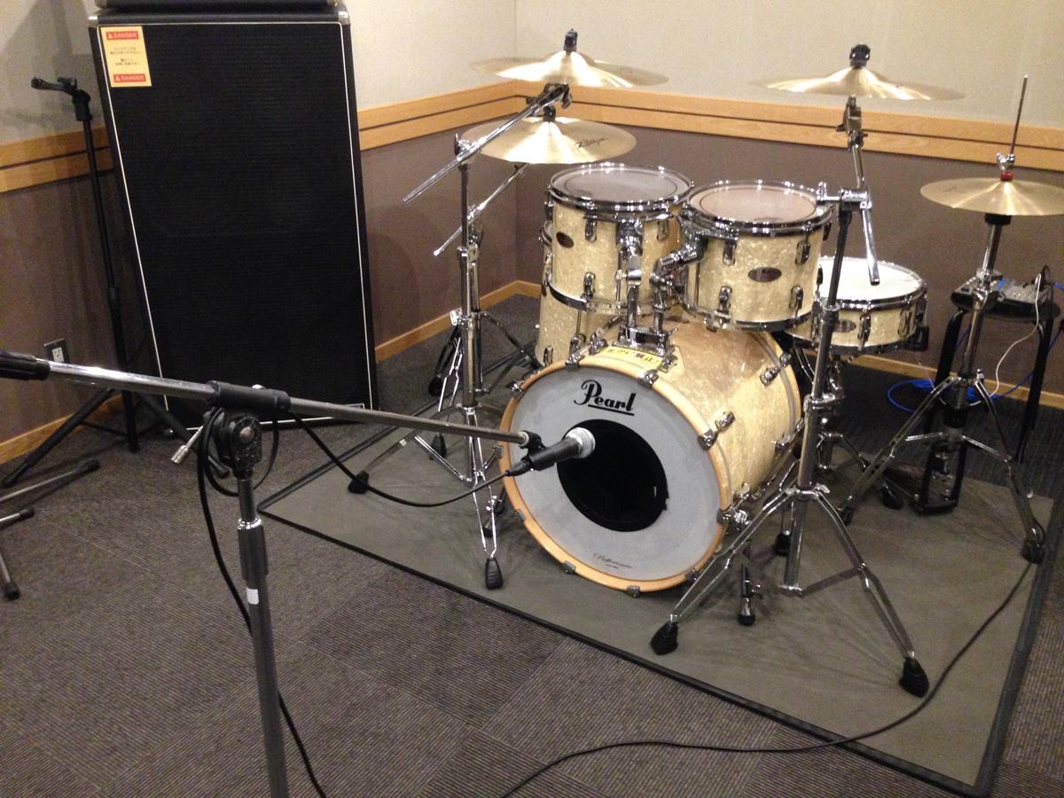 ドラムにマイク
